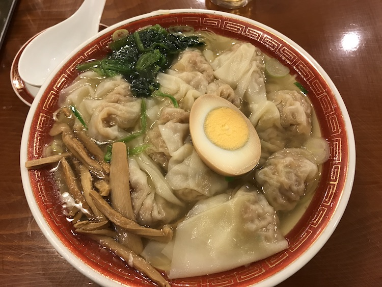 広州市場の雲呑麺