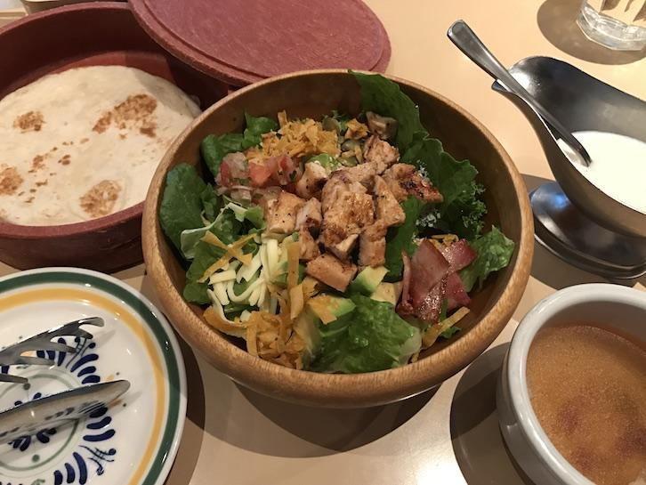 エルトリートチキンアボカドサラダ