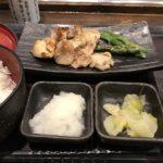 しんぱち食堂の大山鶏塩麹漬け炭火焼定食