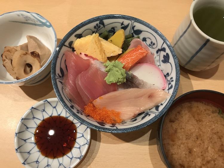 扇すしの海鮮丼