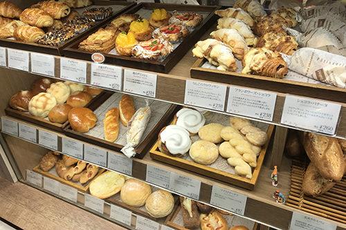 ブーランジュリーラセゾン本店パン陳列